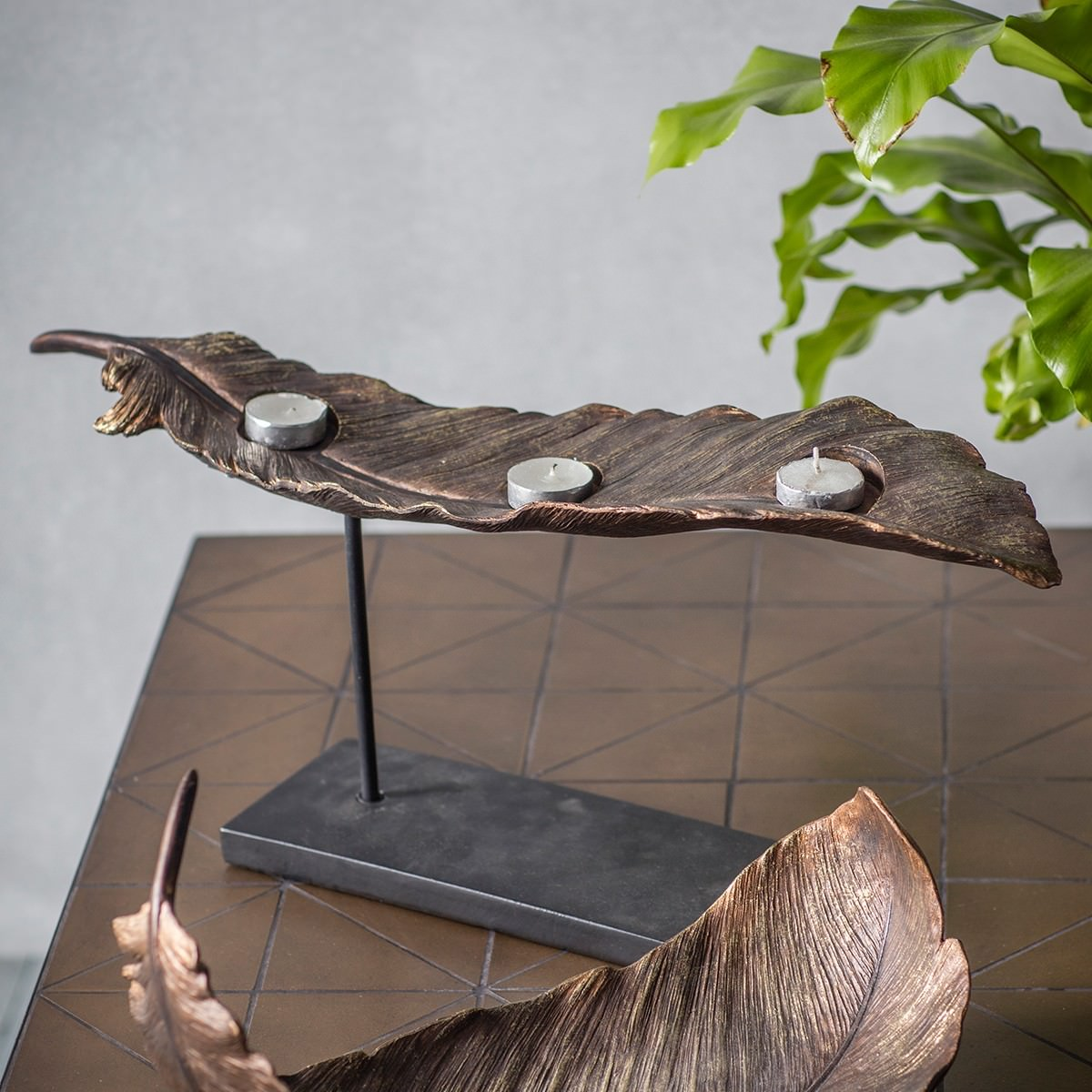 Pluma Feather Design Tealight Holder