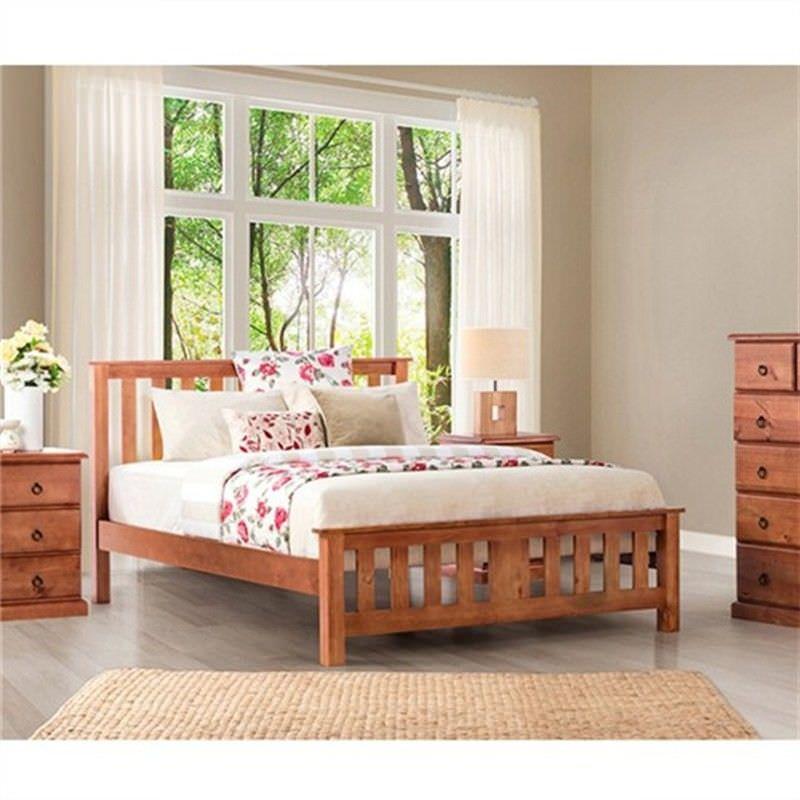 Carrington New Zealand Pine Queen Bed in Golden Oak